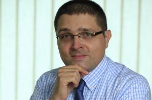 Sven Sambunjak urednik je portala Srebrozlato.com i Zlatnici.com, te konzultant za investicijsko zlato i srebro Plemenit.com